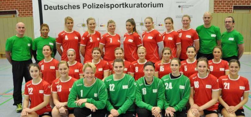 Frogs-Ladies testen gegen deutsche Polizei-Nationalmannschaft