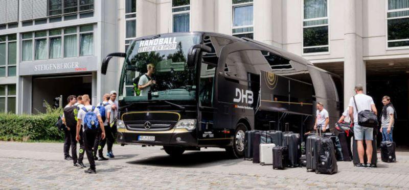 HANDBALL HILFT! - Fahrt im Teambus ersteigern und Gutes tun