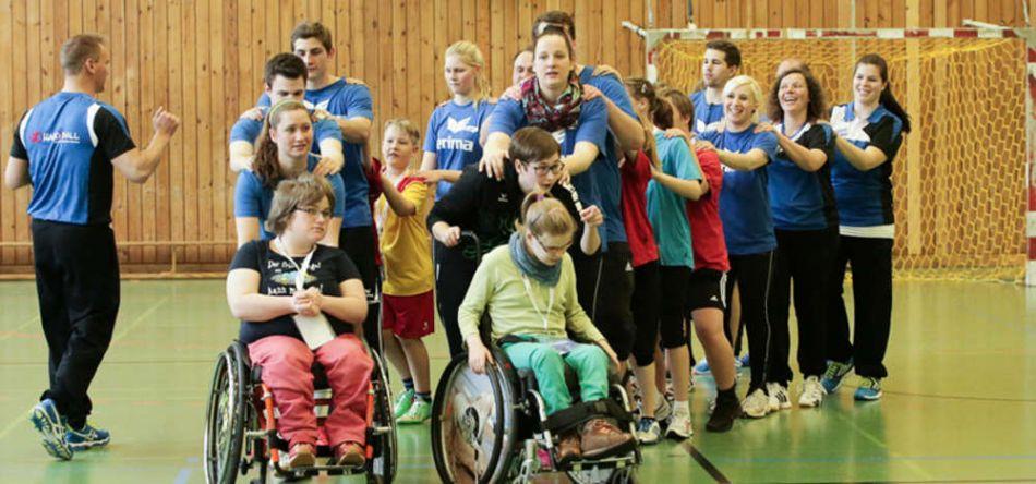 """""""Handiball"""": Menschen mit und ohne Handicap spielen mit Hand und Ball"""