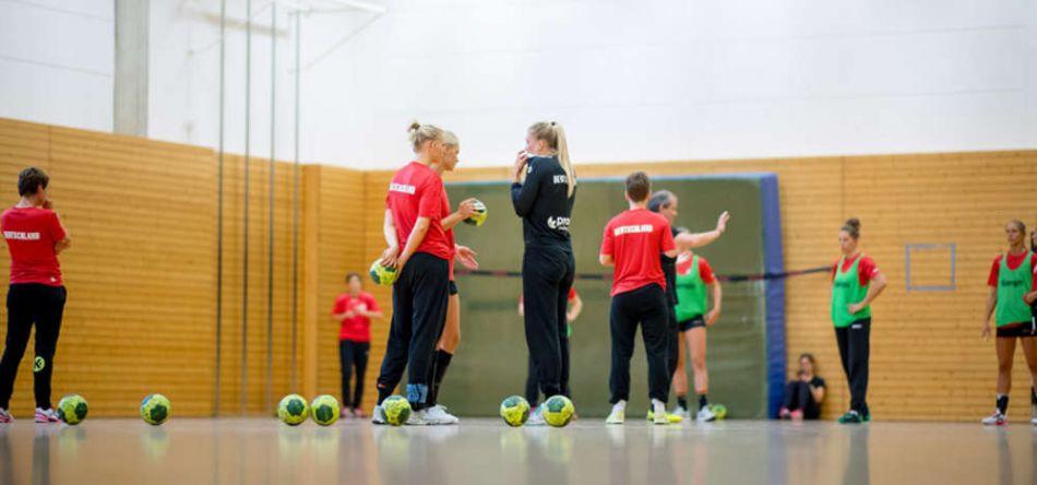 Alle Spielerinnen an Bord: Frauen starten Lehrgang in Aschersleben