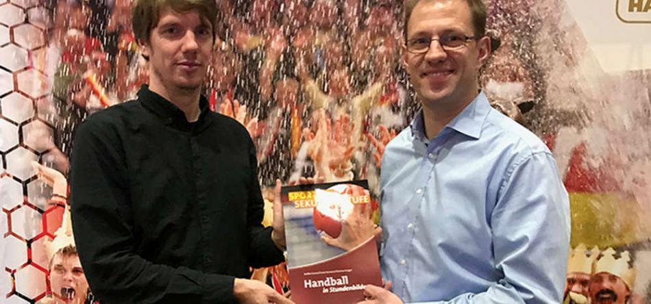 """Handball in Stundenbildern – """"Eigentlich darf das in keiner Lehrerbibliothek fehlen"""""""