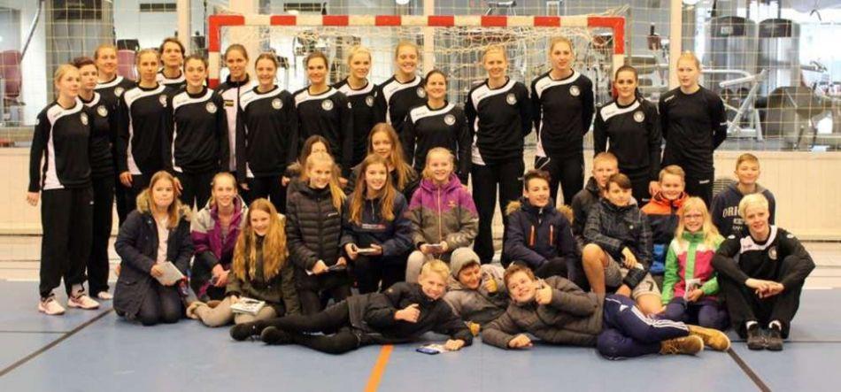 Patenschule aus Kolding besucht Training der DHB-Frauen