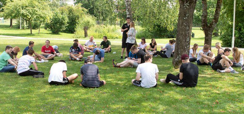 """Freiwilligendienste: """"Absolventen stehen Türen und Tore offen"""""""